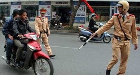 Hà Nội thành lập 24 tổ tuần tra, xử lý vi phạm về đội mũ bảo hiểm