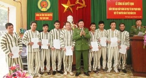 Thái Nguyên: Công bố quyết định giảm thời hạn chấp hành án phạt tù