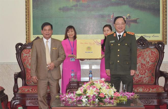 Thứ trưởng Nguyễn Văn Thành dâng hương tại Khu di tích quốc gia Kim Liên, Nghệ An - Ảnh minh hoạ 5