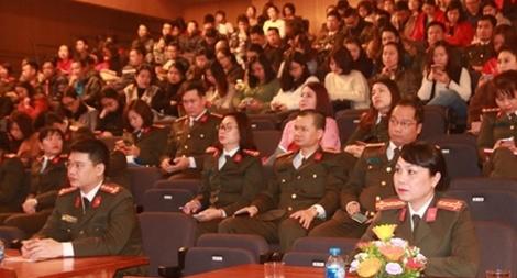 Học tập chuyên đề về tư tưởng, đạo đức, phong cách Hồ Chí Minh đối với nhân dân