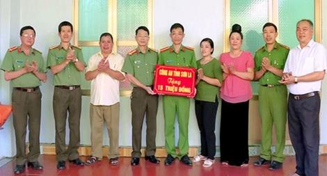 Công an tỉnh Sơn La Trao nhà tình nghĩa cho cán bộ chiến sĩ có hoàn cảnh đặc biệt khó khăn