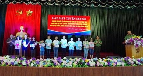 Công an tỉnh Hưng Yên tuyên dương các cháu học sinh giỏi