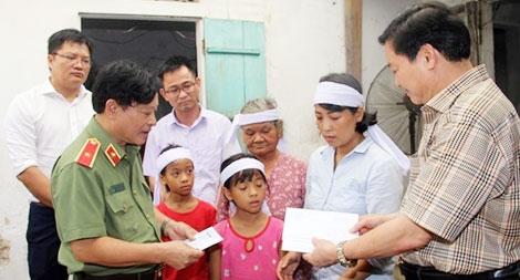 Thăm hỏi gia đình các thuyền viên ở Nghệ An mất tích, tử vong