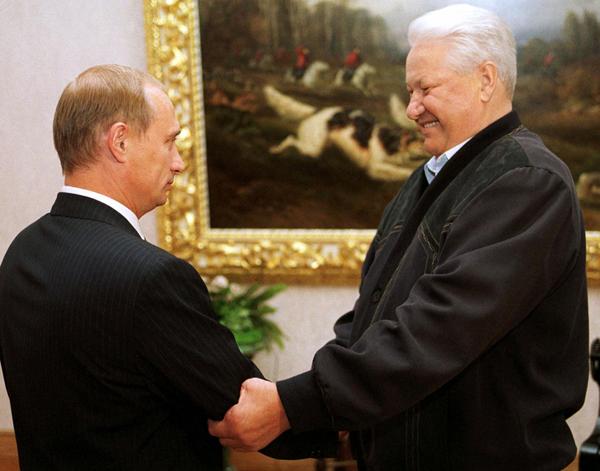 Tổng thống đầu tiên của nước Nga độc lập Boris Yeltsin gọi tên người duy nhất mà ông tin tưởng để kế nhiệm vai trò lãnh đạo đất nước - Vladimir Putin.