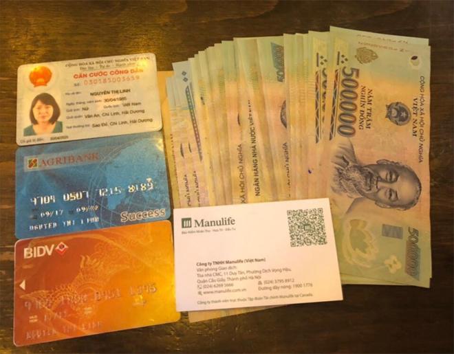 CSGT trả lại giấy tờ và gần 20 triệu đồng cho người dân