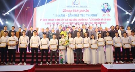 """Hai doanh nhân Việt Nam lọt vào top 10 """"Anh hùng từ thiện"""" châu Á"""