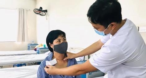 Một phụ nữ có hoàn cảnh khó khăn được phẫu thuật bướu giáp miễn phí