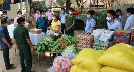 Nông dân Bình Phước ủng hộ rau, gạo tiếp sức phòng chống COVID-19