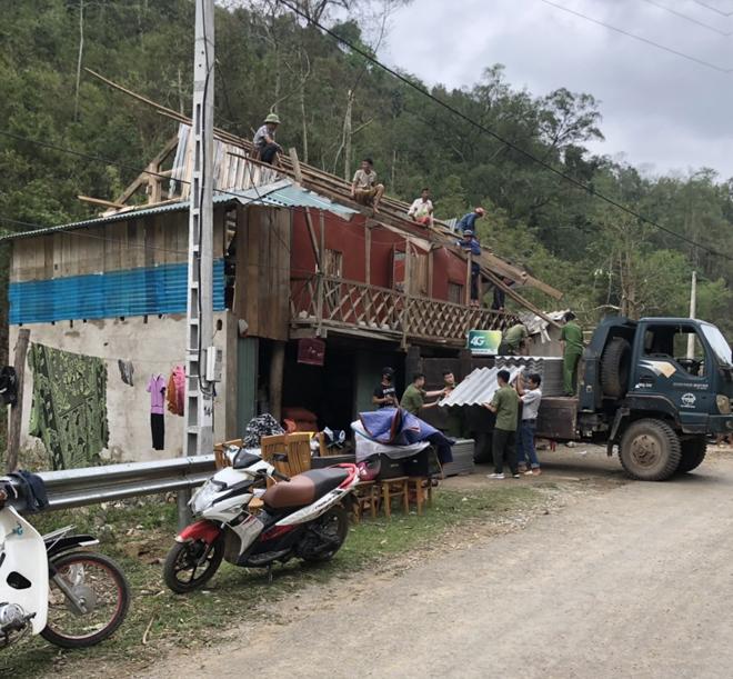 Công an Sơn La giúp nhân dân khắc phục hậu quả mưa đá