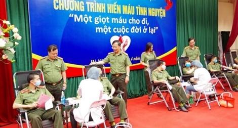 158 cán bộ, chiến sĩ Cục Trang bị và kho vận tham gia hiến máu