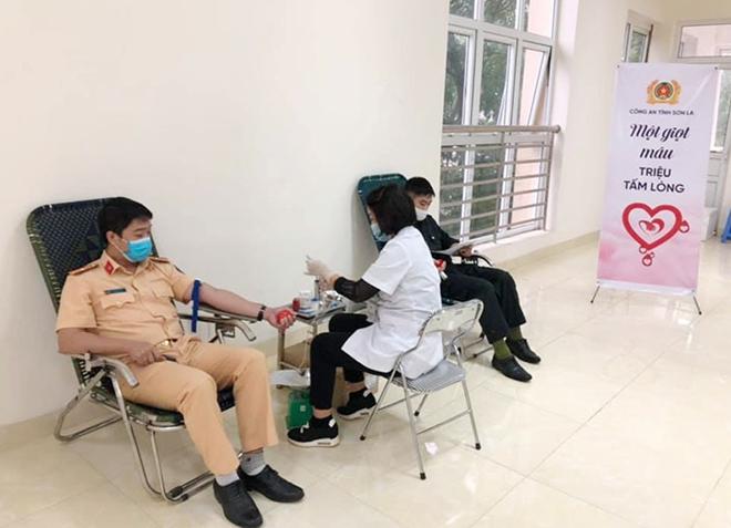 Công an tỉnh Sơn La tổ chức hiến máu tình nguyện - Ảnh minh hoạ 4