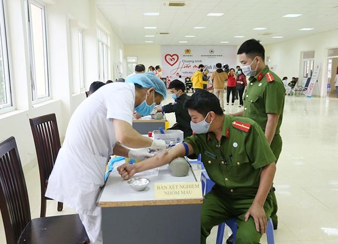 Công an tỉnh Sơn La tổ chức hiến máu tình nguyện - Ảnh minh hoạ 3