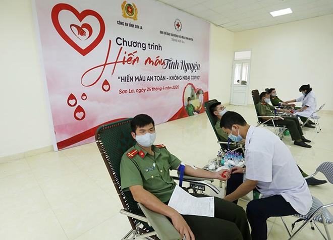 Công an tỉnh Sơn La tổ chức hiến máu tình nguyện - Ảnh minh hoạ 8