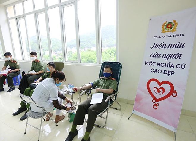 Công an tỉnh Sơn La tổ chức hiến máu tình nguyện - Ảnh minh hoạ 5
