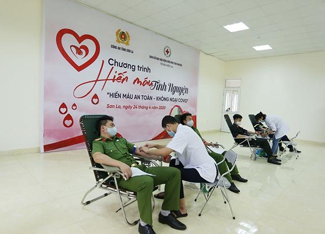 Công an tỉnh Sơn La tổ chức hiến máu tình nguyện - Ảnh minh hoạ 7