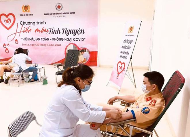 Công an tỉnh Sơn La tổ chức hiến máu tình nguyện - Ảnh minh hoạ 6