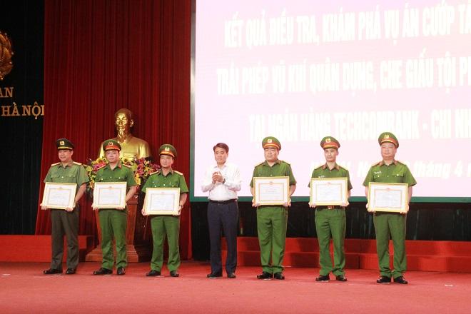 Khen thưởng Công an TP Hà Nội khám phá ba vụ án lớn