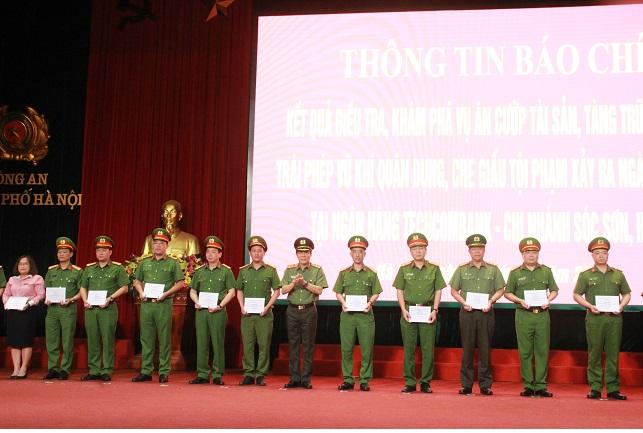 Khen thưởng Công an TP Hà Nội khám phá ba vụ án lớn - Ảnh minh hoạ 2