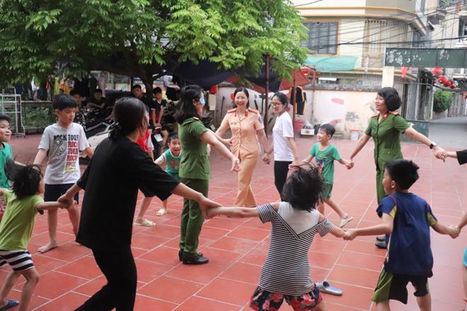 Trao quà hỗ trợ trẻ mồ côi tại Trung tâm nuôi dưỡng trẻ mô côi Hà Cầu