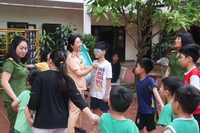Trao quà hỗ trợ trẻ mồ côi tại Trung tâm nuôi dưỡng trẻ mô côi Hà Cầu - Ảnh minh hoạ 2