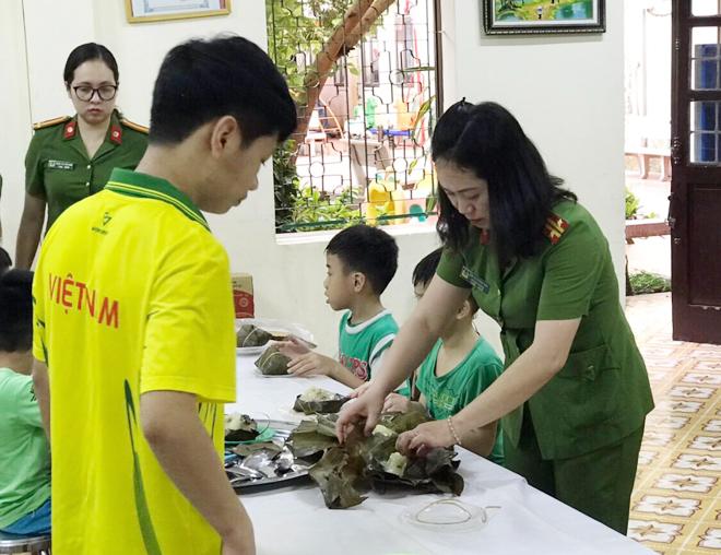 Trao quà hỗ trợ trẻ mồ côi tại Trung tâm nuôi dưỡng trẻ mô côi Hà Cầu - Ảnh minh hoạ 4