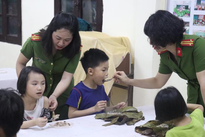 Trao quà hỗ trợ trẻ mồ côi tại Trung tâm nuôi dưỡng trẻ mô côi Hà Cầu - Ảnh minh hoạ 3