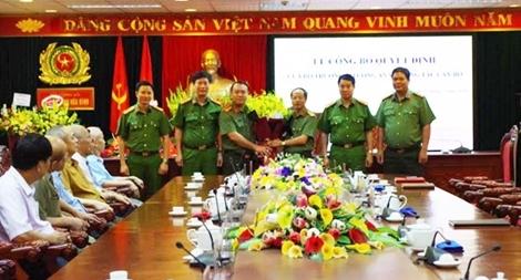 Phó Giám đốc Công an tỉnh Hòa Bình đến nhận công tác tại Đắk Nông