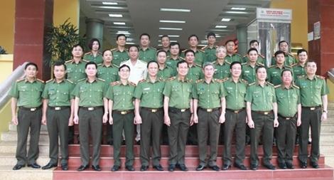 Thứ trưởng Lê Tấn Tới làm việc với Bộ Tư lệnh Cảnh vệ