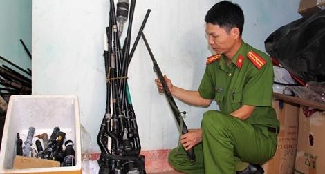 Để người dân tự nguyện giao nộp vũ khí, vật liệu nổ