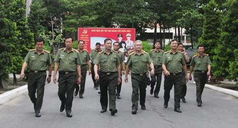Thứ trưởng Lê Tấn Tới kiểm tra công tác tại Bộ Tư lệnh cảnh vệ phía Nam