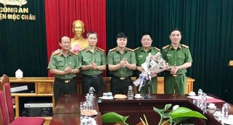 Giám đốc CA tỉnh Sơn La chúc mừng chiến công phá vụ vận chuyển 30.000 viên MTTH