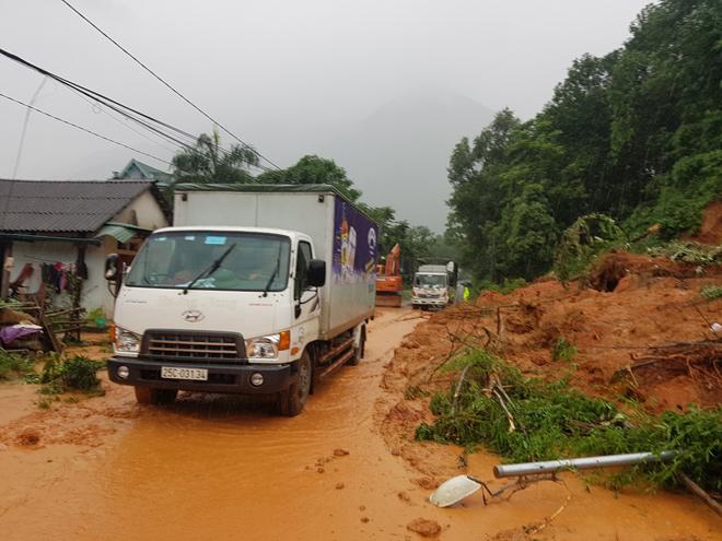 Bảo đảm giao thông thông suốt, an toàn cho người dân vùng bị lũ quét - Ảnh minh hoạ 2