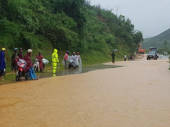 Bảo đảm giao thông thông suốt, an toàn cho người dân vùng bị lũ quét - Ảnh minh hoạ 4