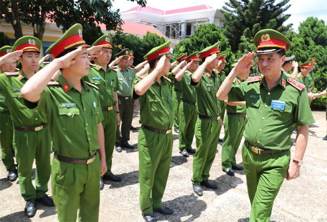 Thứ trưởng Nguyễn Duy Ngọc  làm việc tại Công an huyện biên giới Đắk Song