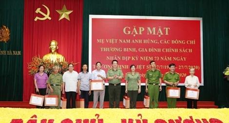 Công an Hà Nam tri ân Mẹ Việt Nam anh hùng, thương binh, thân nhân liệt sỹ