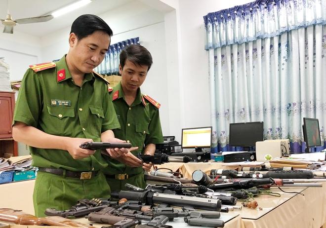 Thu hồi nhiều vũ khí, vật liệu nổ, công cụ hỗ trợ