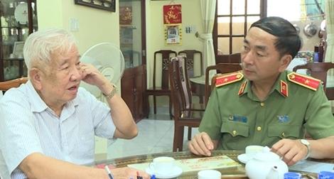 Thứ trưởng Trần Quốc Tỏ thăm các đồng chí nguyên lãnh đạo Bộ Công an
