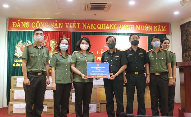 Tiếp nhận trang thiết bị y tế ủng hộ Bệnh viện 199 phòng chống dịch - Ảnh minh hoạ 3
