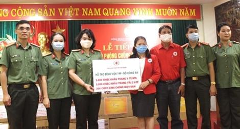 Tiếp nhận trang thiết bị y tế ủng hộ Bệnh viện 199 phòng chống dịch