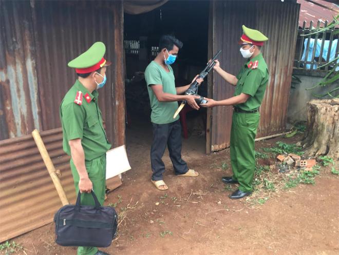 Công an Đắk Nông vận động giao nộp và thu hồi được 362 súng tự chế các loại - Ảnh minh hoạ 2