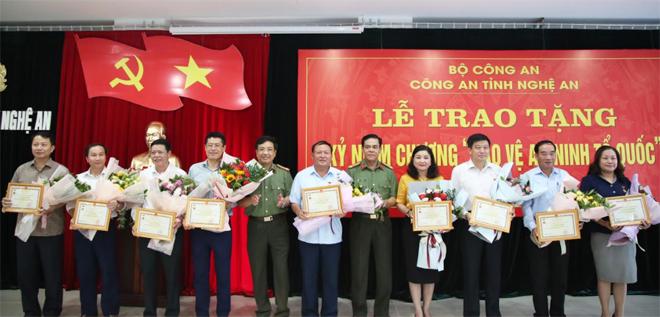 Bộ Công an tặng Kỷ niệm chương Vì sự nghiệp bảo vệ ANTQ cho 9 cá nhân - Ảnh minh hoạ 2