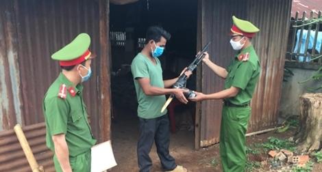 Công an Đắk Nông vận động giao nộp và thu hồi được 362 súng tự chế các loại