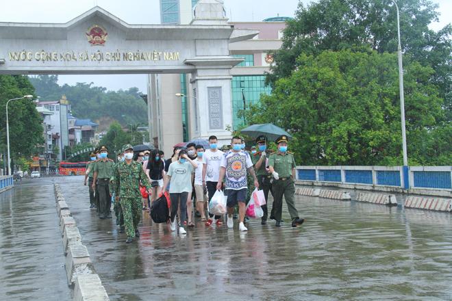 Trao trả 15 đối tượng cho Công an Trung Quốc