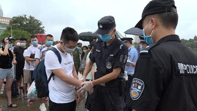 Trao trả 15 đối tượng cho Công an Trung Quốc - Ảnh minh hoạ 4