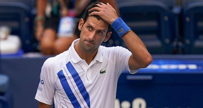 Novak Djokovic chia tay US Open 2020 cùng bê bối