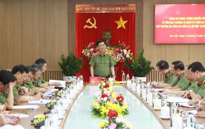 Thứ trưởng Nguyễn Văn Sơn làm việc tại Bộ Tư lệnh Cảnh vệ