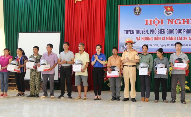 Nhiều sáng tạo của CSGT Lạng Sơn trong tuyên truyền về ATGT - Ảnh minh hoạ 5