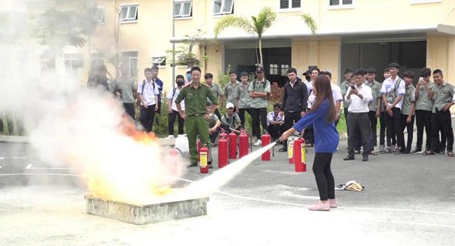 Tuyên truyền, huấn luyện kiến thức, kỹ năng PCCC và CNCH tại trường học - Ảnh minh hoạ 2