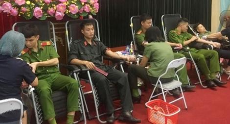 200 đoàn viên Công an tỉnh Vĩnh Phúc tham gia hiến máu