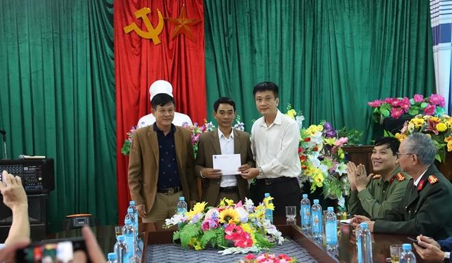 Công an Hà Tĩnh phối hợp các nhà hảo tâm tặng quà hỗ trợ nhân dân vùng lũ Hương Khê - Ảnh minh hoạ 6